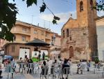 la companyia El Sidral va oferir a l'aire lliure l'espectacle familiar 'Històries impossibles' a la plaça de l'Església